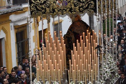 La procesión extraordinaria de la Virgen de la Piedad desde el objetivo de Lucas Álvarez
