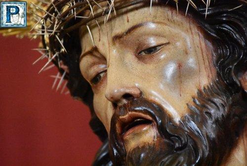 El Señor de la Coronación tras su restauración desde el objetivo de Lucas Álvarez