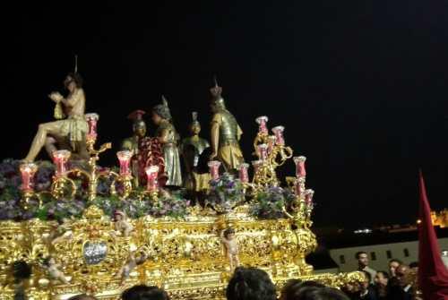 A PIE DE PASO: «El Señor de las Penas en Plaza Belén»