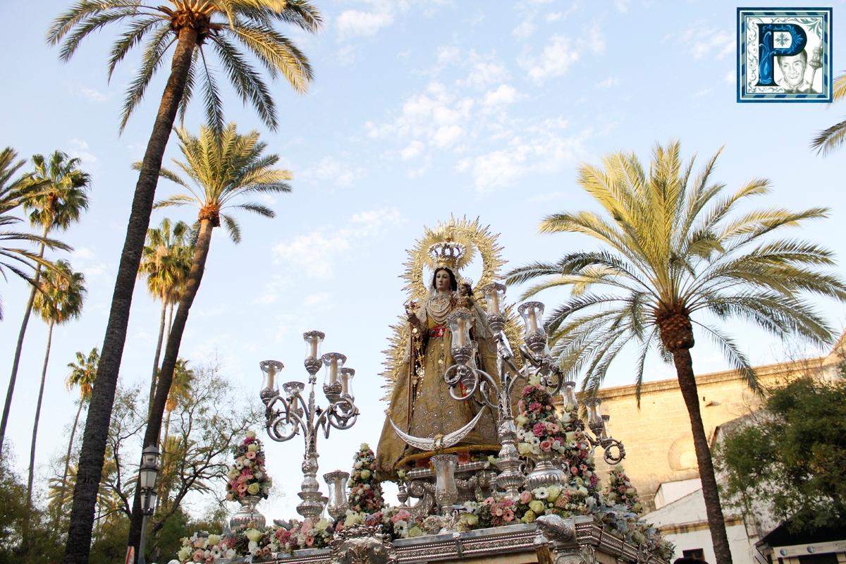 La procesión de la Virgen del Rosario de los Montañeses desde el objetivo de Guillermo Pastor