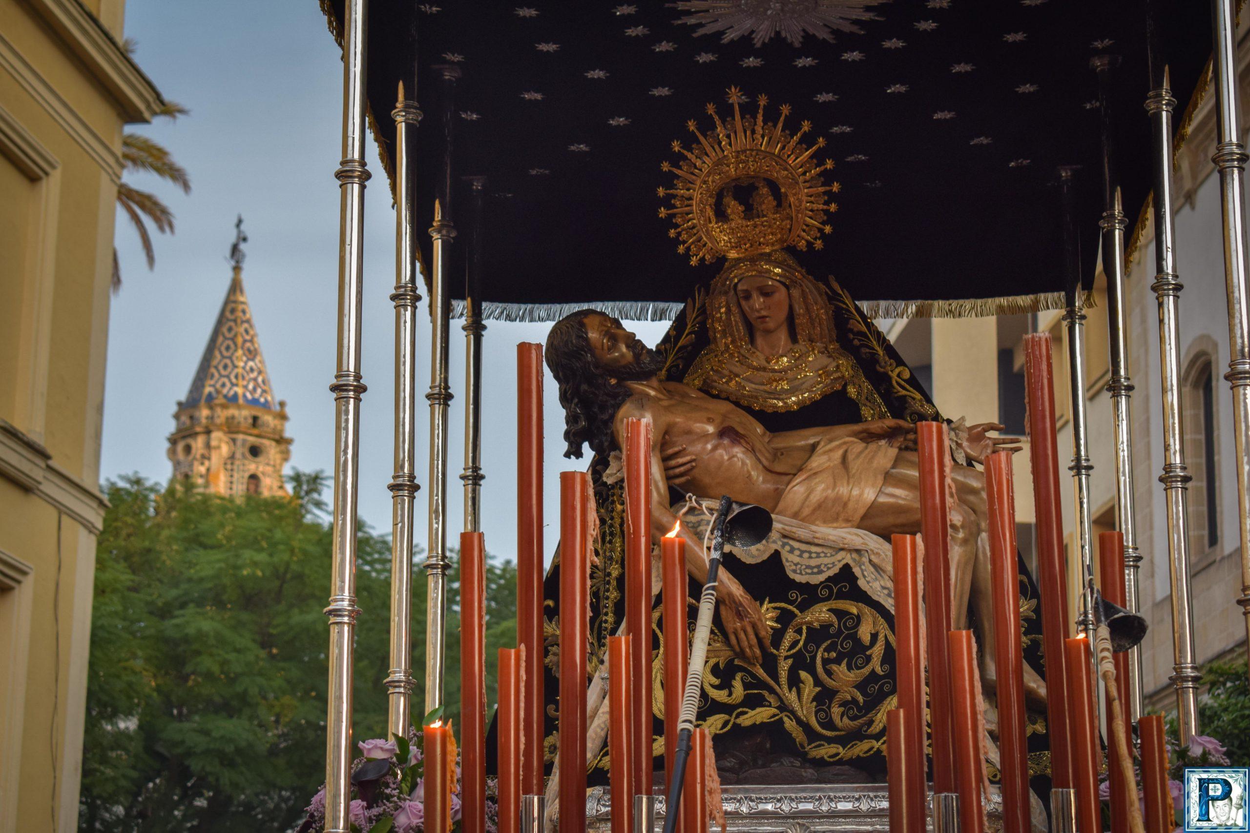 El Vía Crucis de Nuestra Señora de las Angustias de Jerez desde el objetivo de Miguel A. Gómez