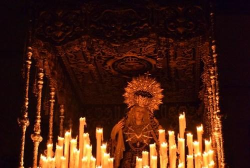 A PIE DE PASO: «La Hermandad de las Tres Caídas regresando a su templo»