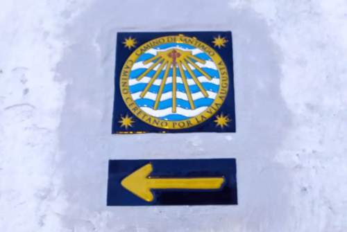 La Capilla de la Yedra señala desde el pasado lunes la Vía Augusta Xacobea