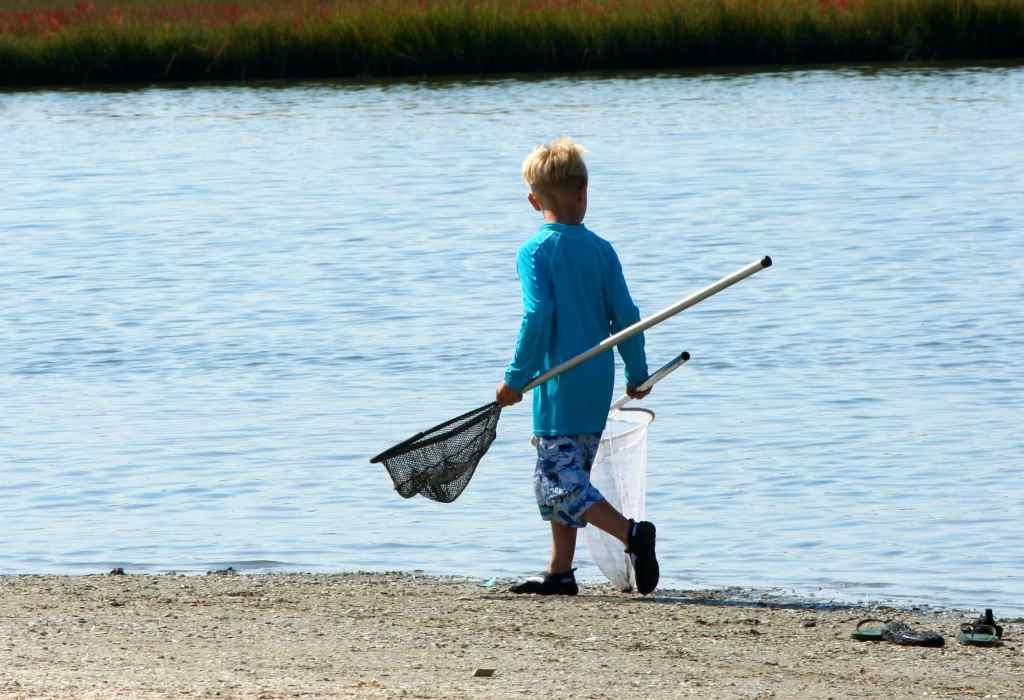 Niño pescador redes
