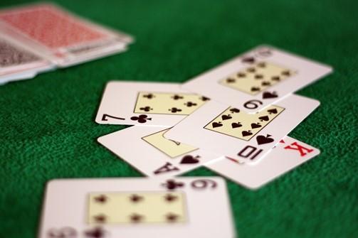 Contar las cartas en el póker