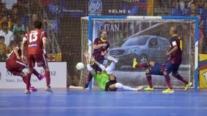 Atacando la portería del Barcelona