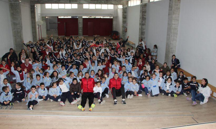 ELPOZO AL COLE  Pito y Fernan visitan a los escolares del Colegio Luis Vives de Murcia