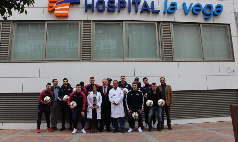 Visita de la plantilla de ElPozo Murcia FS al Hospital La Vega de Murcia
