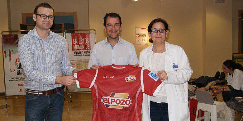 Fran Serrejón y ElPozo Murcia FS colaboran en el cierre de campaña de Donación de Sangre en la Universidad de Murcia