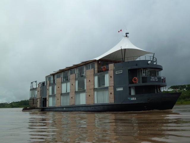 El Aria, en pleno río Amazonas