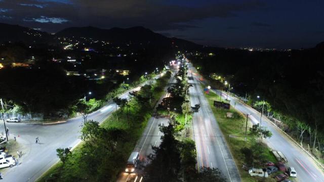 A todas luces la Autopista a Comalapa – El Pueblo SV Fundado