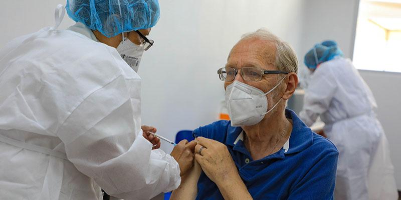 Paolo Lüers asistió a una unidad médica para vacunarse contra el COVID19