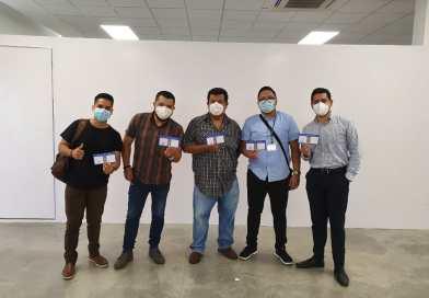 Staff Vive FM se aplica vacuna contra COVID-19