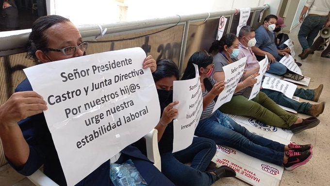 Trabajadores de la Asamblea Legislativa  en huelga de hambre  por despidos