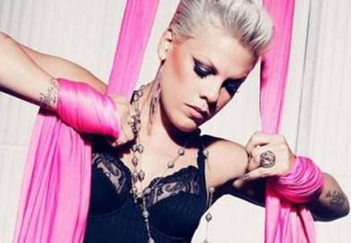 Pink se ofrece a pagar la multa de la selección Noruega por no usar bikini