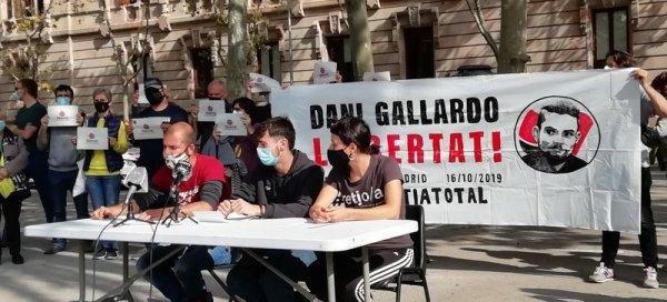 Lectura del manifest, ahir davant la seu del Tribunal Superior de Justícia de Catalunya J.P.
