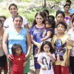 Marybel Villegas escucha y atiende a vecinos de Lázaro Cárdenas