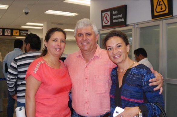 Leticia Zapata Vales ORIGEN: México Distrito Federal DESTINO: Chetumal Quintana Roo MOTIVO: viene a visitar a sus familiares lo recibieron Víctor Zapata Vales y Lilian Silva de Zapata.