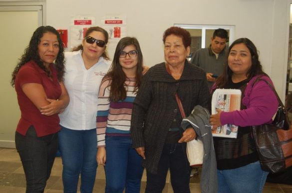 Yolanda Mex Aguilar  ORIGEN: Chetumal Quintana Roo DESTINO: México Distrito Federal MOTIVO: retorno después de visitar a sus familiares fue despedida por Frinee Chávez y Ligia, Fabiola y Mónica Alatorre.