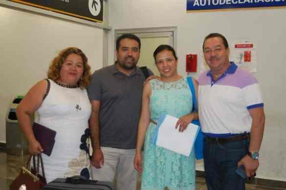 Oscar Balderas y Atzin Martínez ORIGEN: Chetumal Quintana Roo DESTINO: México Distrito Federal MOTIVO: retornaron después de 4 días de vacaciones fueron despedidos por Oscar Samos y Beatriz Sansores.