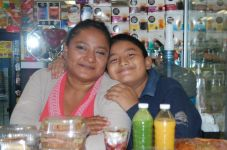 Rosario López Castañeda y Kevin Sánchez López ORIGEN: Chetumal Quintana Roo DESTINO: México Distrito Federal MOTIVO: encargados de suministrar a los viajeros con buen apetito de sus alimentos