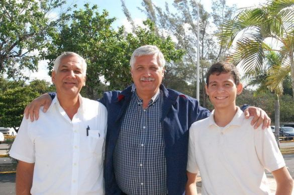 Rafael García Ramos ORIGEN: México Distrito Federal DESTINO: Chetumal Quintana Roo MOTIVO: Viene a disfrutar de unos días de vacaciones fue recibido por su hermano José Luis y Víctor García Maldonado:
