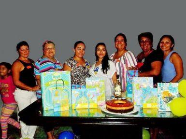 Acompañan a la festeja, Alejandra Yeladaqui, Bertha Jiménez, Fabiola, Mildred, Aida y Paola Yeladaqui