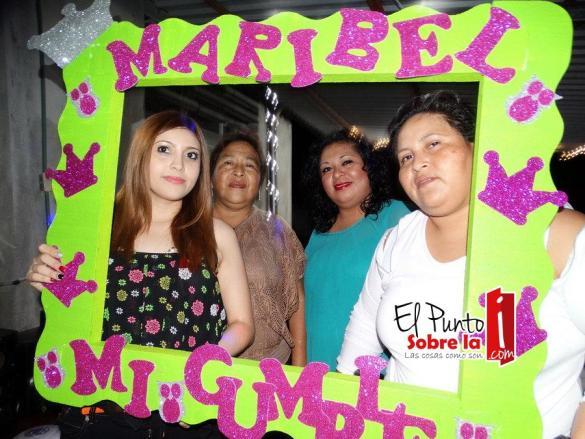 La festejada con su tía, Cecilia Basto Villamil y primas, Cinthia Y Marlene Poot Basto