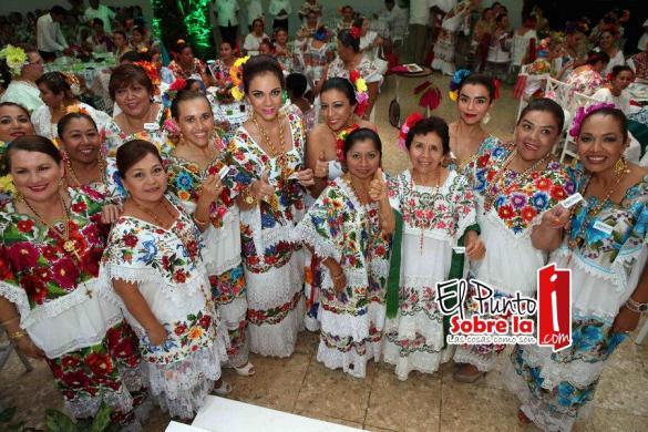"""Las felices ganadoras del Tradicional Desayuno del Terno 2015 """"Riquezas de Quintana Roo"""""""