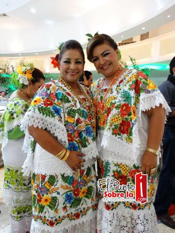 Rosario Ortiz Yeladaqui y Lupita Ortiz Yeladaqui