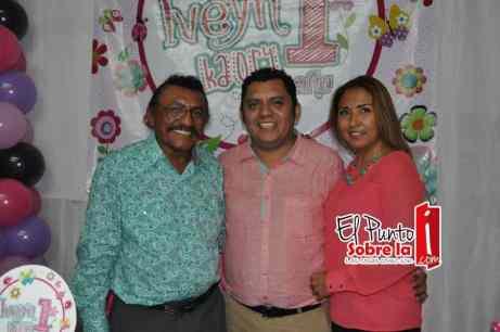 Con el abuelo paterno Javier Quijano Nadal.