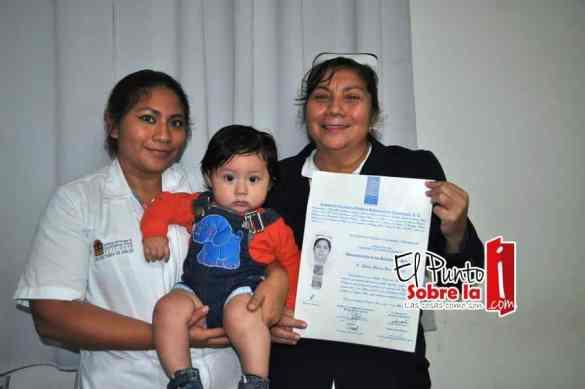 Julia María Buenfil Pix, Karina Villanueva y el pequeño Julián Alcocer.