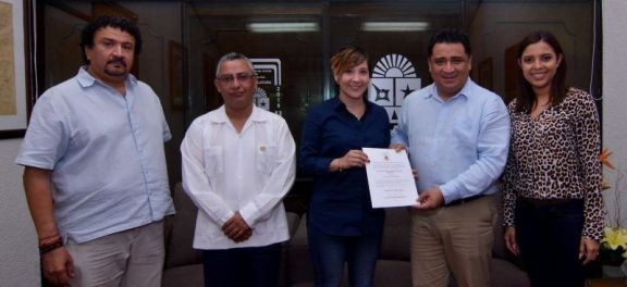 Lena Catalina González Hernández, recibió el nombramiento como nueva directora de Relaciones Públicas en sustitución de Jazmín Díaz Esquiliano.