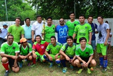 Premian a ganadores de la liga de fútbol del Sindicato de Trabajadores del SQCS