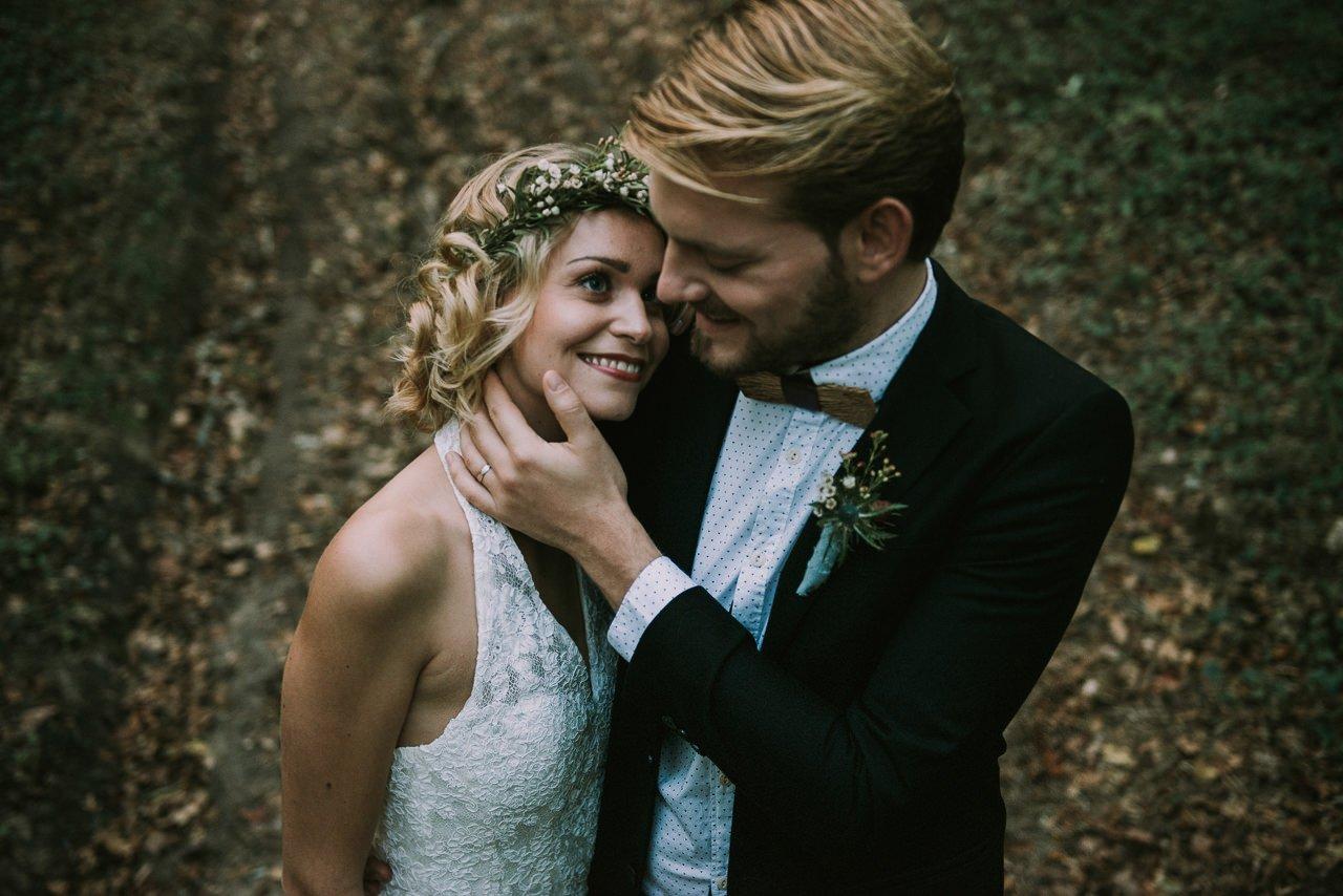 Coronas de novias con flores silvestres y prendidos para novias