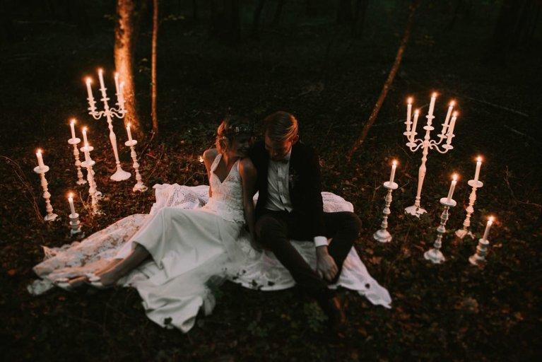 Sesión íntima de pareja con velas