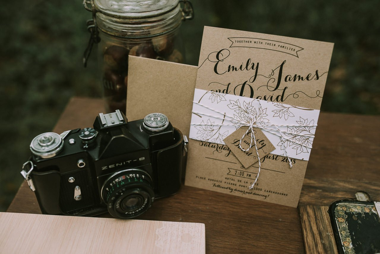 Invitaciones para bodas con papel kraft