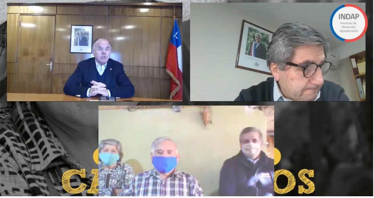 A través de la transmisión en vivo por plataformas digitales, el pequeño agricultor Carlos Gálvez recibió el saludo y felicitaciones del Ministro de Agricultura, Antonio Walker; y del director nacional de INDAP, Carlos Recondo.
