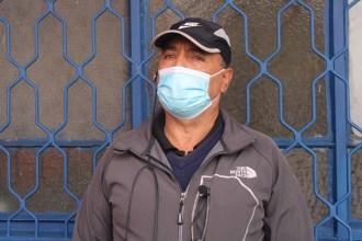 """José Saldaña, administrador (s) del Mercado Modelo de Rancagua, trabaja allí hace más de 25 años. """"Acá la gente viene a abastecerse de todo, pescados, mariscos, carnes, bebidas, abarrotes, plásticos"""", comenta. """"Con la pandemia ha venido algo menos de gente, pero acá recibimos gente de todas partes. Las cocinerías se llenaban, es un lugar tranquilo y barato. Almorzaban y desayunaban también"""", relata. """"Este Mercado es parte de la historia de Rancagua, es una tradición"""", dice."""