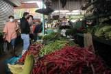 Frutas y verduras frescas también forman parte de la oferta del Mercado Modelo de Rancagua. Según locatarios, en un principio estos eran los únicos productos que se comercializaban en el lugar, dando paso después a las carnicerías, pescaderías y otros.