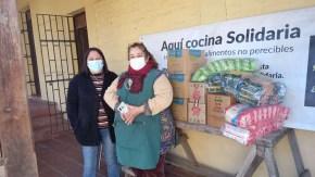 Miriam Carmona y Lidia Solis son voluntarias de la olla común llamada Cocina solidaria 'Manos a la olla' del sector San Francisco de Rengo.