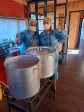 Las voluntarias de la olla común del sector La Esperanza de Peumo. Ellas no sólo entregan un plato de comida también entregan alegría, contención y apoyo a quienes llegan.