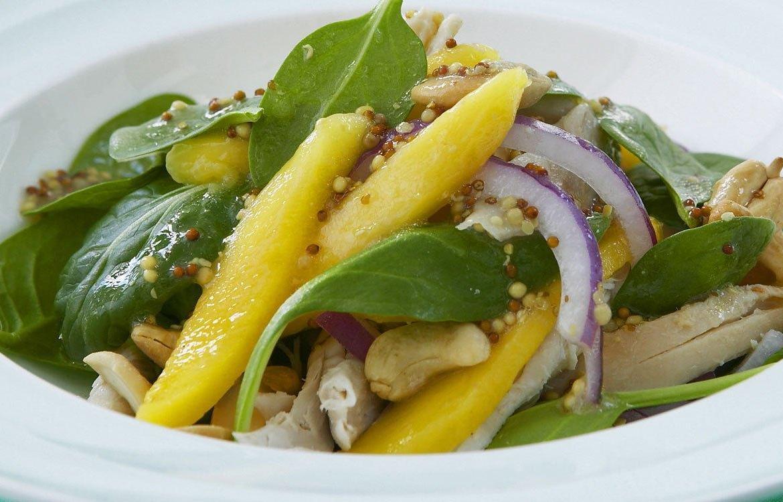 Ensalada de Pollo Mango y Pepitas de Marañon