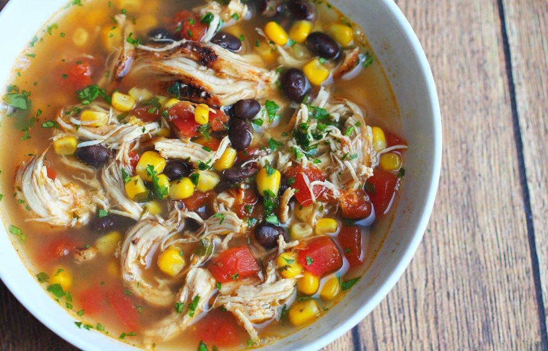 Sopa de Pollo Estilo Mexicano