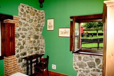 Vista de la Finca La Llosina desde el interior de la habitación