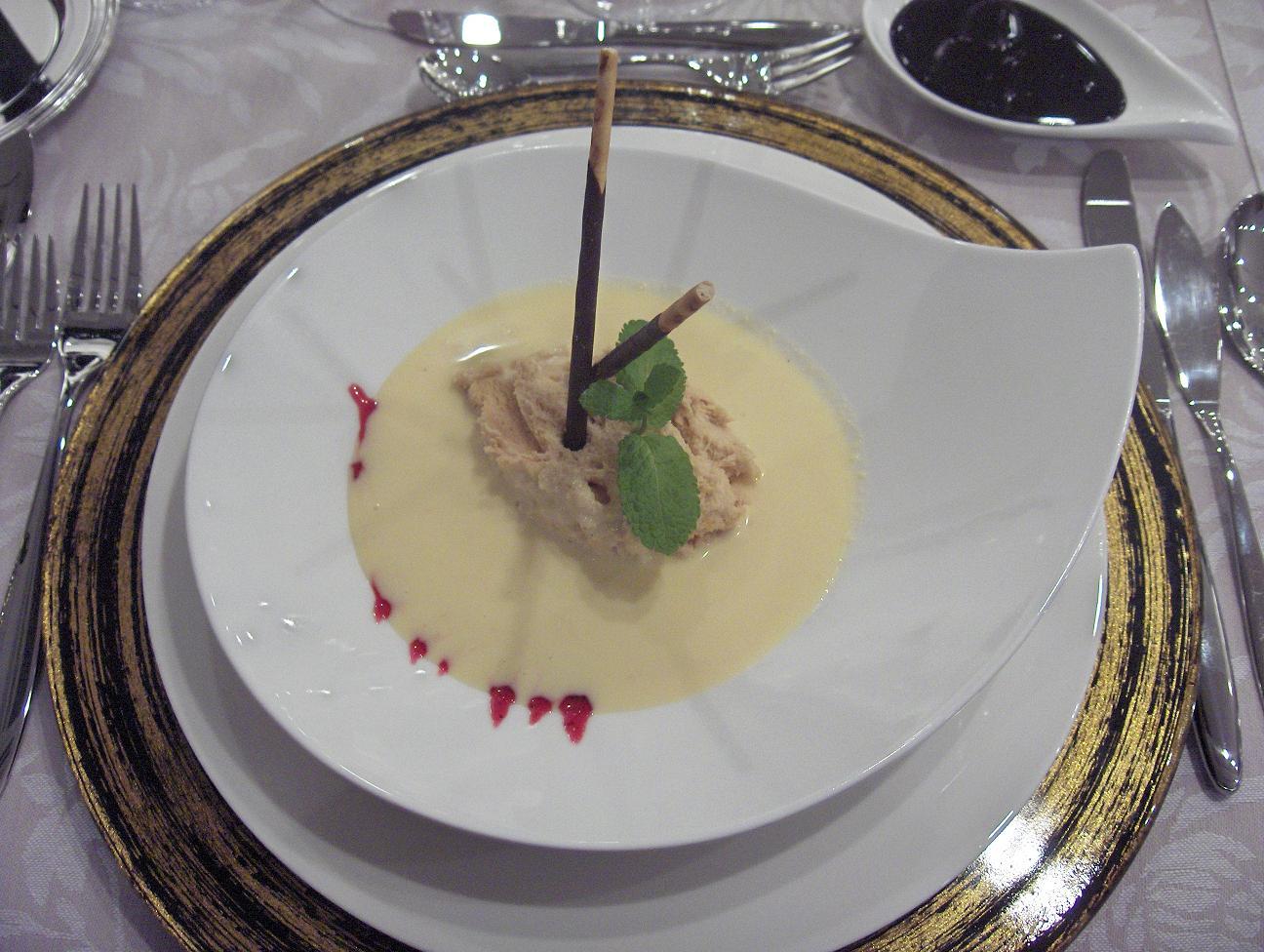 mousse de turron con sopa de vainilla