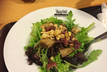 Duck ham salad with grilled pear, lettuce and honey vinagrete