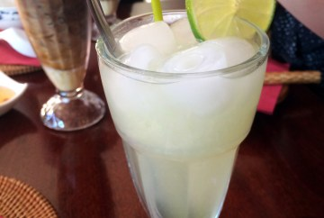 Home-made lemonade (Nuoc chanh tuoi)