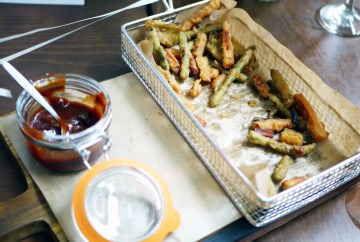 Crispy tempura vegetables with Virgin Mary ketchup (v) £4.29