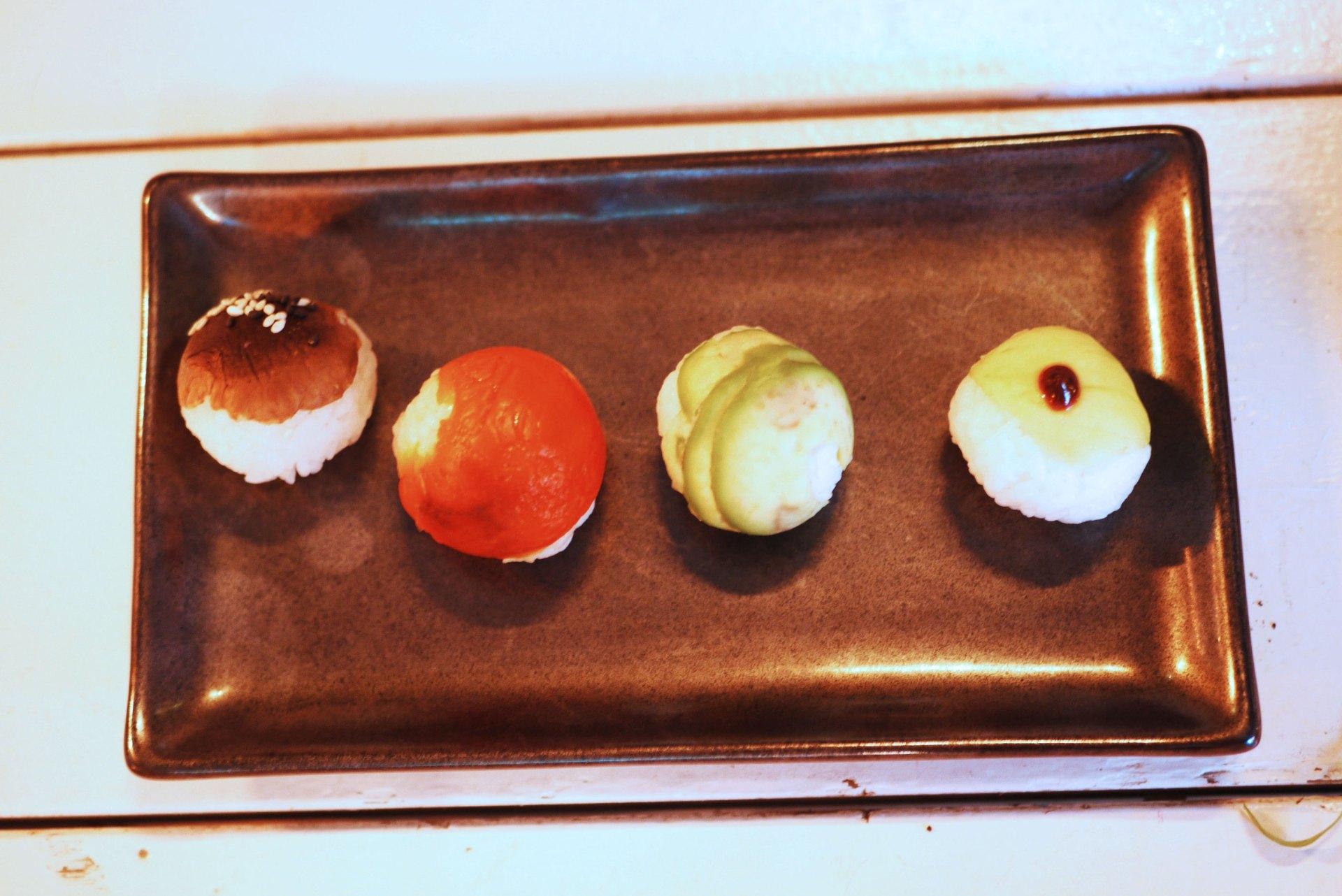 Selection of round nigiri